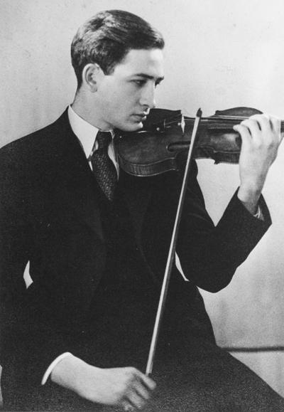 Dad_violin_pose2_small-72-gray